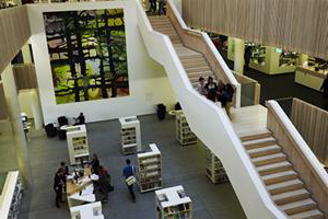 elevated view of the stairs 和 ground floor of the hive library