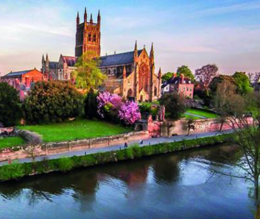 w要么cester cathedral by the river